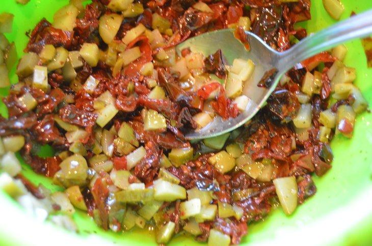 Салат из рукколы с черри и моцареллой