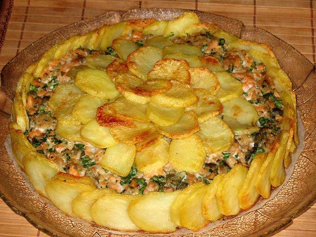 Картофельная шарлотка с сёмгой
