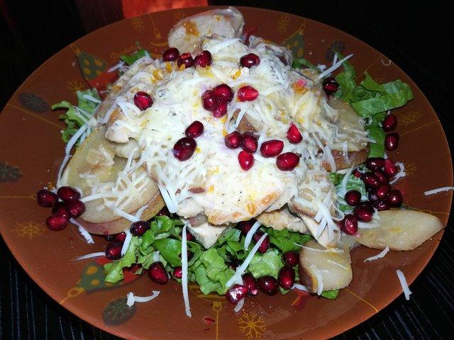 Салат с грушей и курицей