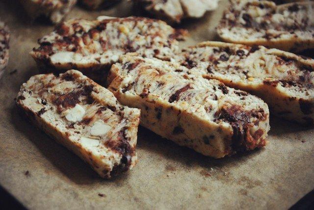 Бискотти с шоколадом и орехами