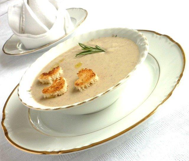 Cуп-крем из картофеля и белых грибов с ароматом тимьяна