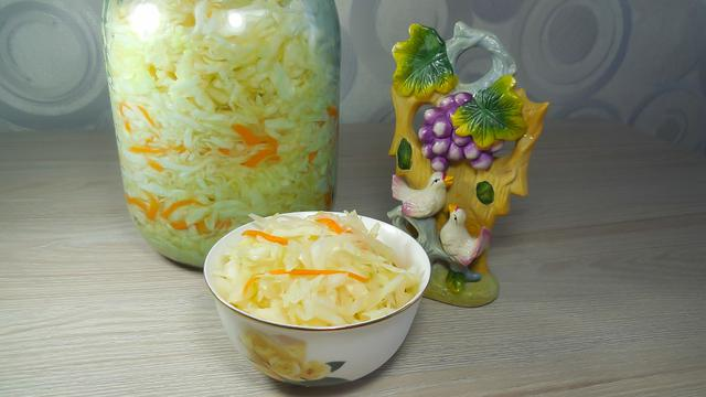 Хрустящая квашенная капуста в собственном соку (без сахара и рассола)
