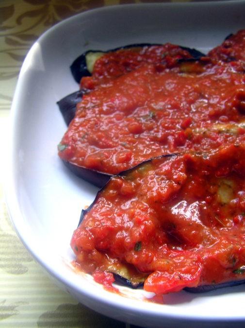 Запеканка из баклажанов под итальянским соусом