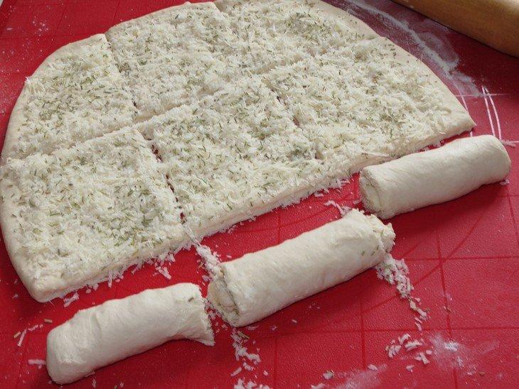 Итальянский хлеб с пармезаном и розмарином