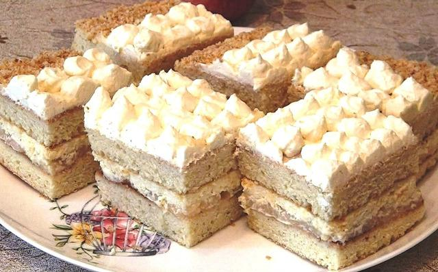 Сметанный торт с яблоками и лимонным кремом