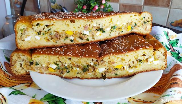 Рыбный пирог с яйцами и зеленью