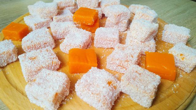 Десерт из тыквы в кокосовой стружке