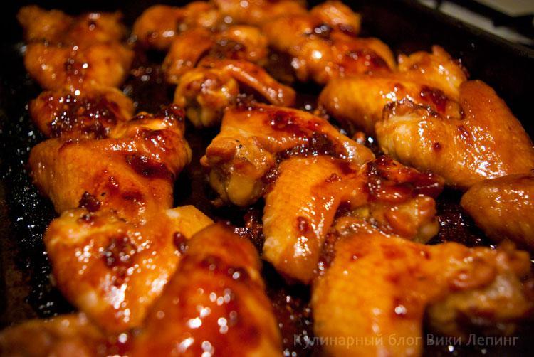 Золотистые медовые куриные крылышки в духовке