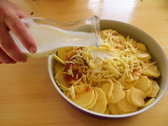 Картошка с кефиром в духовке