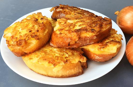 Луковые бутерброды - очень вкусная и бюджетная закуска быстрого приготовления