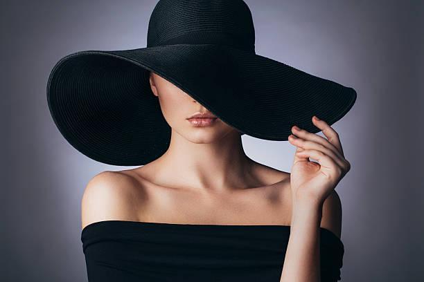 Чужая женщина — загадка для мужчины… Её так хочется… скорее разгадать…