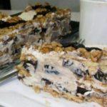 Сметанный тортик с орешками и черносливом, который готовится без запекания