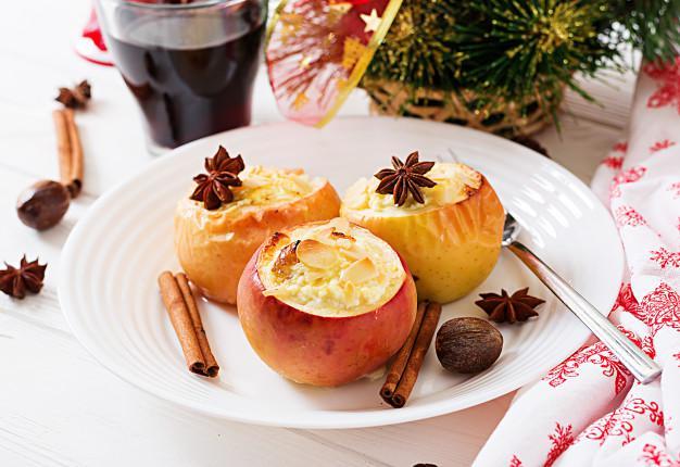 Нежные и полезные яблоки с творогом в духовке