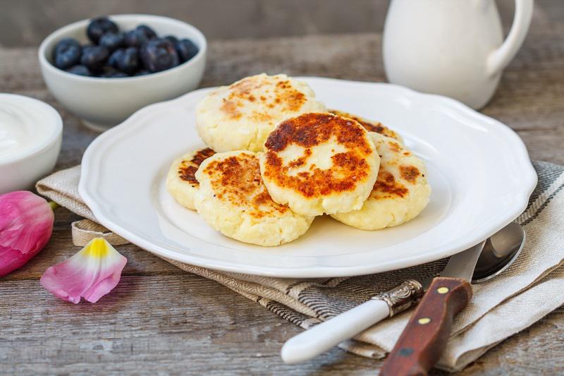 Идеальные сырники без яиц и муки, которые не прилипают к сковороде