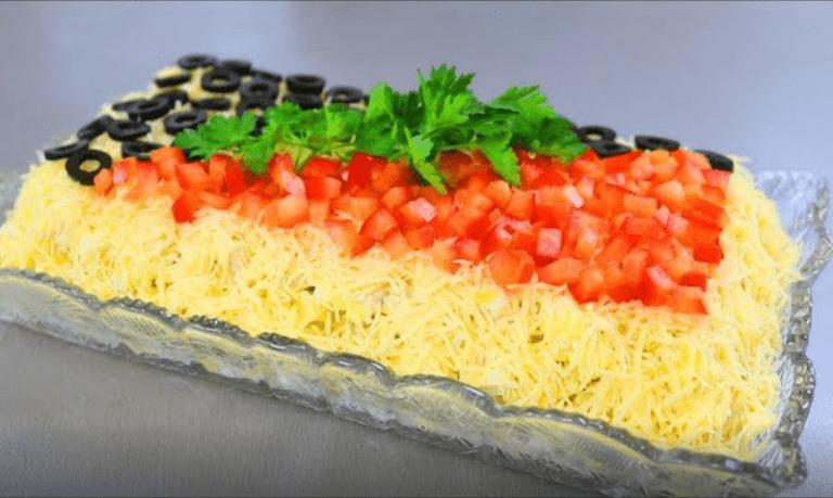 Самый яркий куриный салатик с картофелем, яйцами и сыром