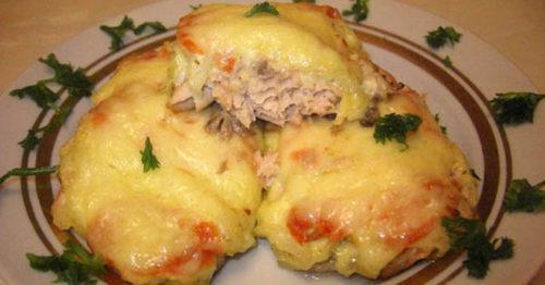 Отменный рецепт нежненькой рыбки в духовке с овощами и сыром