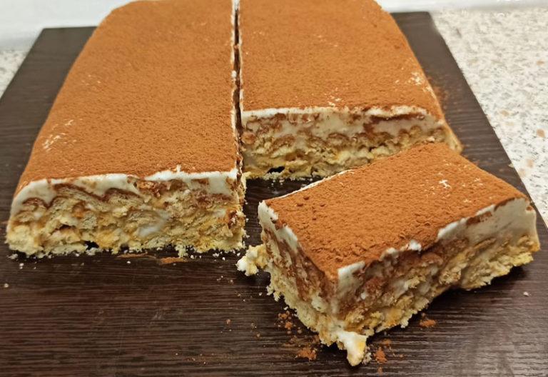 Простой крекерный тортик без выпечки со сметанным кремом